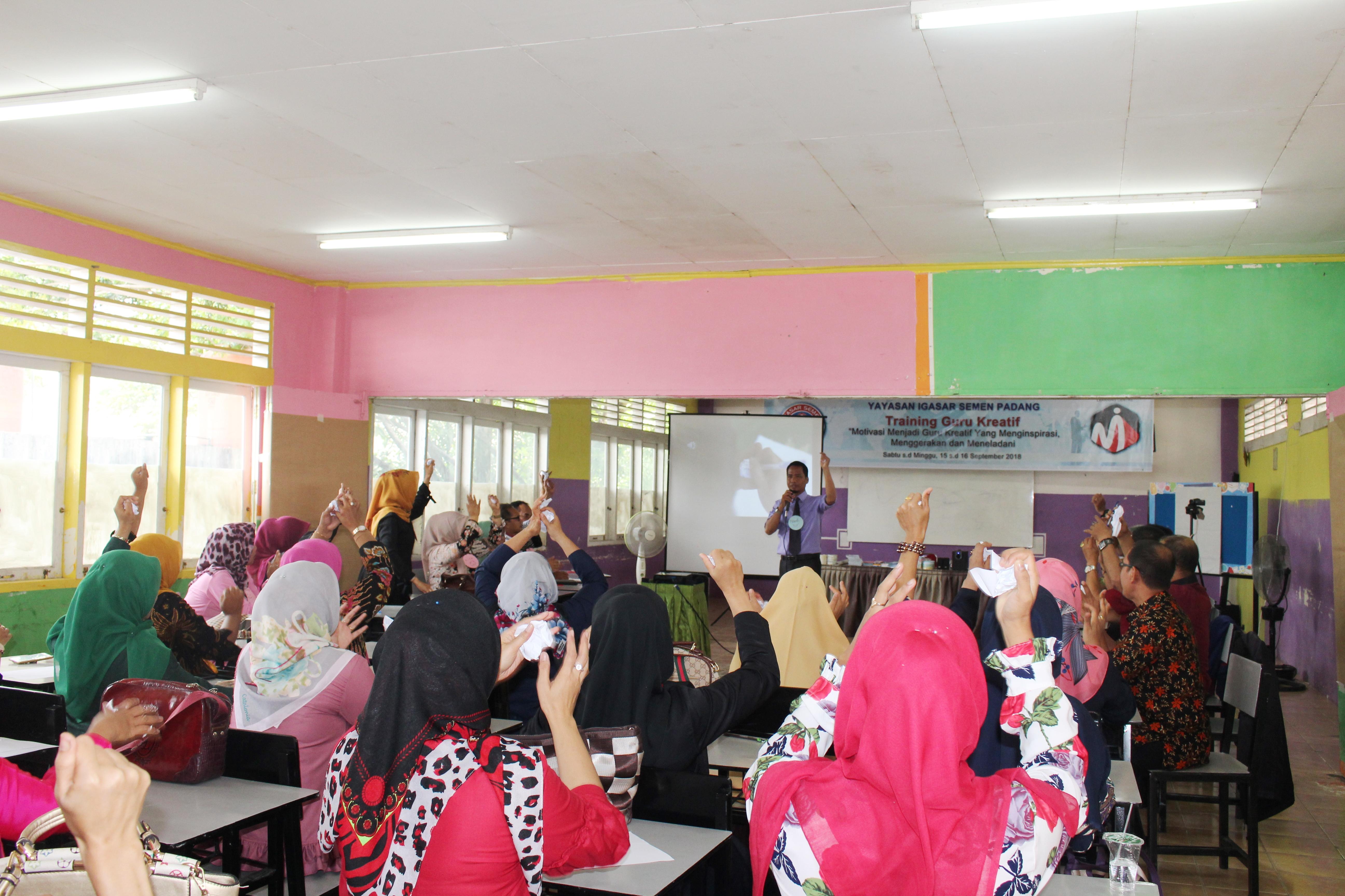 Motivasi Guru Kreatif SMA Semen Padang 5