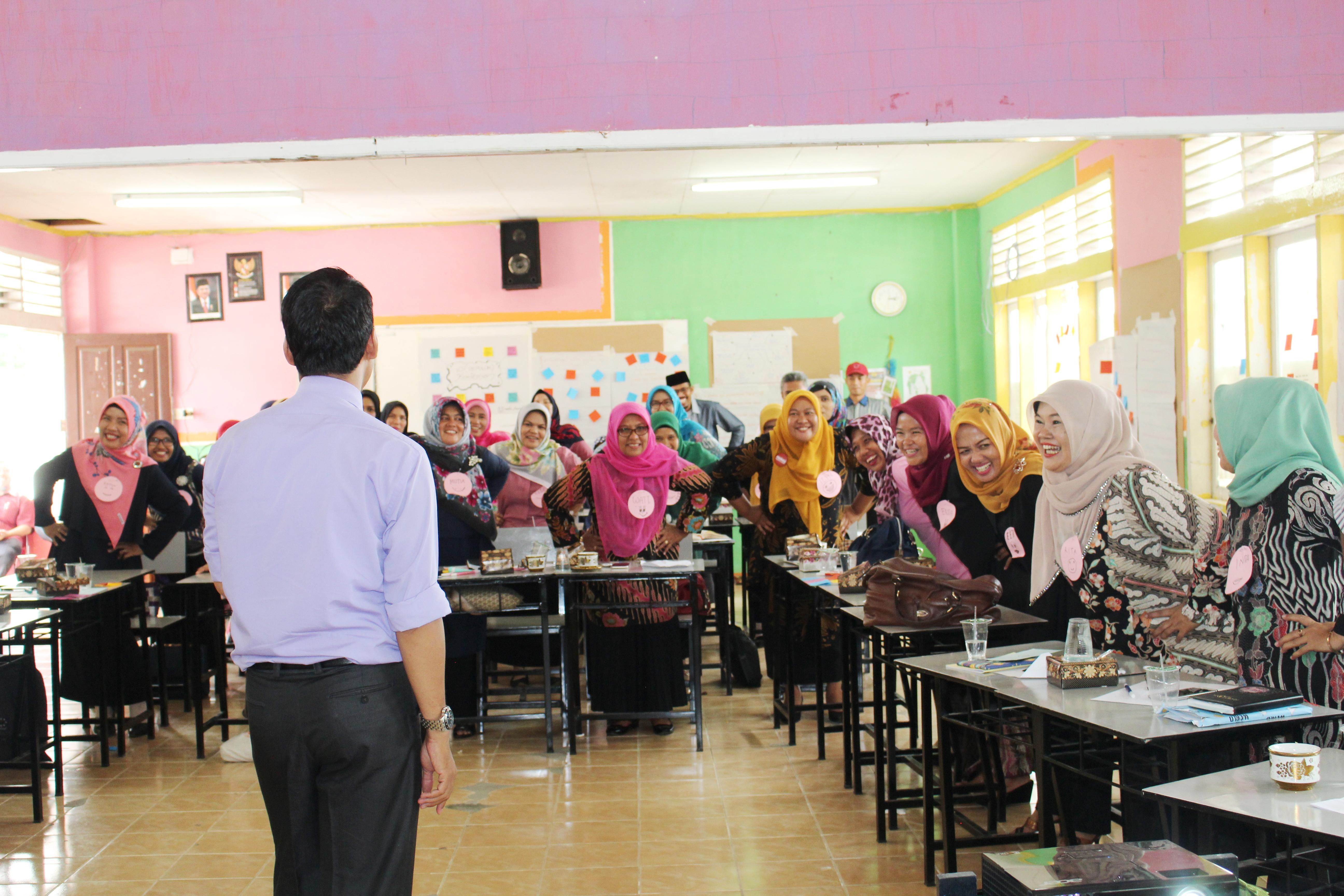 Training Guru Kreatif SMA Semen Padang 1